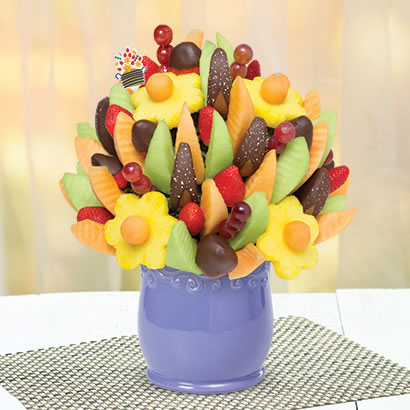 Delicious Fruit Design® Dipped Strawberries & Salted Caramel Apple Wedges